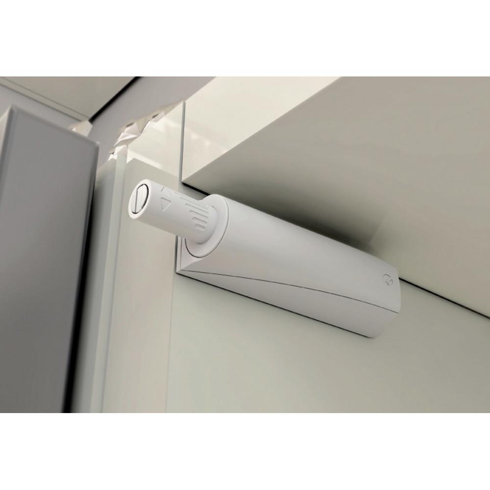 zamontowany odbojni do drzwi